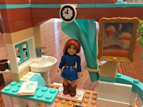 American Girl Mega Bloks Saige's Art Studio 2