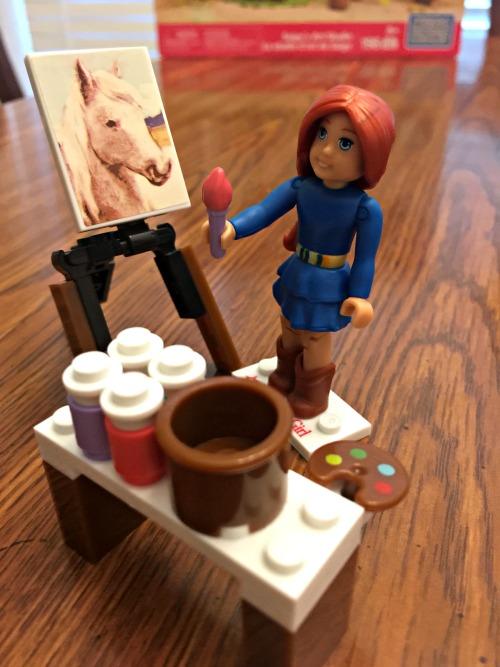 American Girl Mega Bloks Saige's Art Studio Details