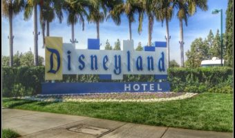 Our Stay at the Disneyland Hotel – The Nostalgia, Magical Headboard and More! #DisneySMMoms