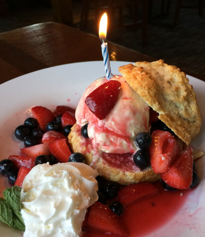 Red Lobster Berry-Shore Cake