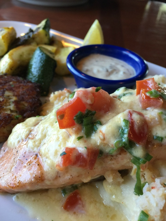 Red Lobster Crab Cakes & Crab-Oscar Salmon