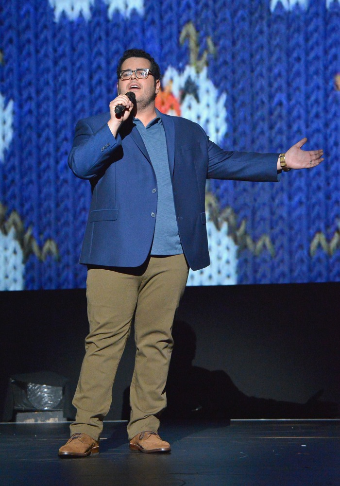 Josh Gad sings at D23 Expo