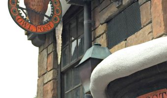 .Owl Post in Hogsmeade