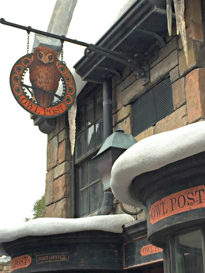 .Owl Post in Hogsmeade