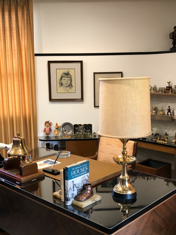Tour Walt Disney's Office - formal office desk