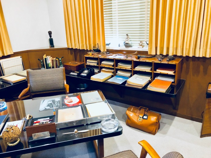 Tour Walt Disney's Office - working office
