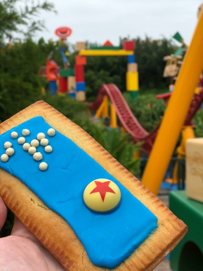 Lemon-Blueberry Lunch Box Tart at Toy Story Land