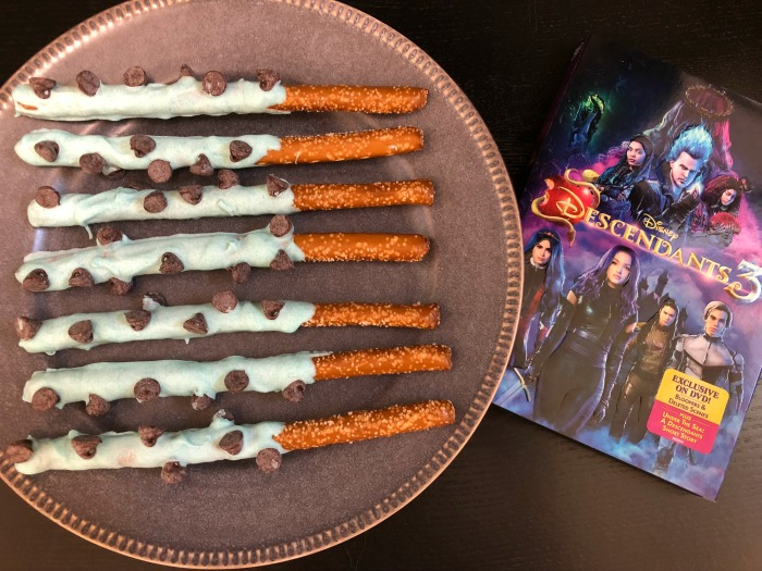 Descendants 3 DVD - Celebrate with Uma's Tentacle Treats - Finding Debra